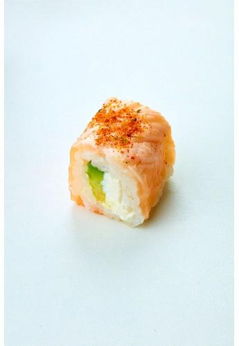 Maki salmon avocat cheese braisé épicé
